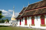 Phrae town was built next to the Yom River in the 12th century and was part of the Mon kingdom of Haripunchai. In 1443, King Tilokaraj of the neighbouring Lanna kingdom captured the town.
